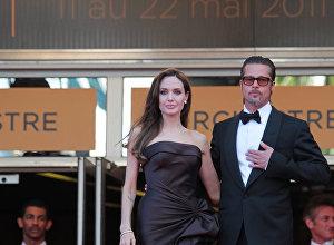 Архивное фото Анжелины Джоли и Брэда Питта
