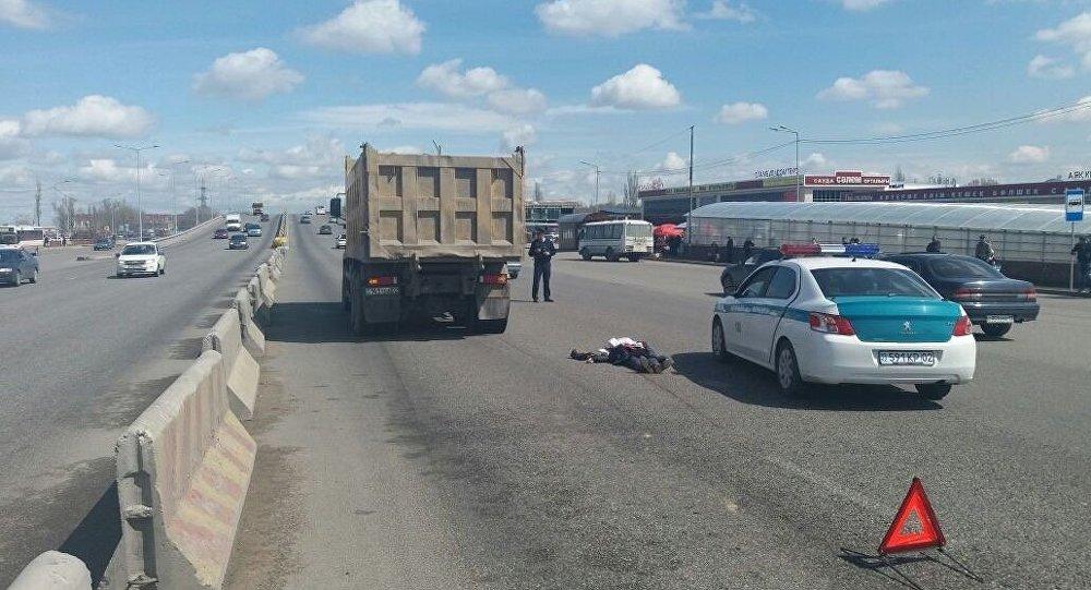 ВАлматы фургон  насмерть сбил пожилую женщину