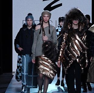 Казахстанский бренд ZIBROO показал знаменитую золотую юбку на KFW
