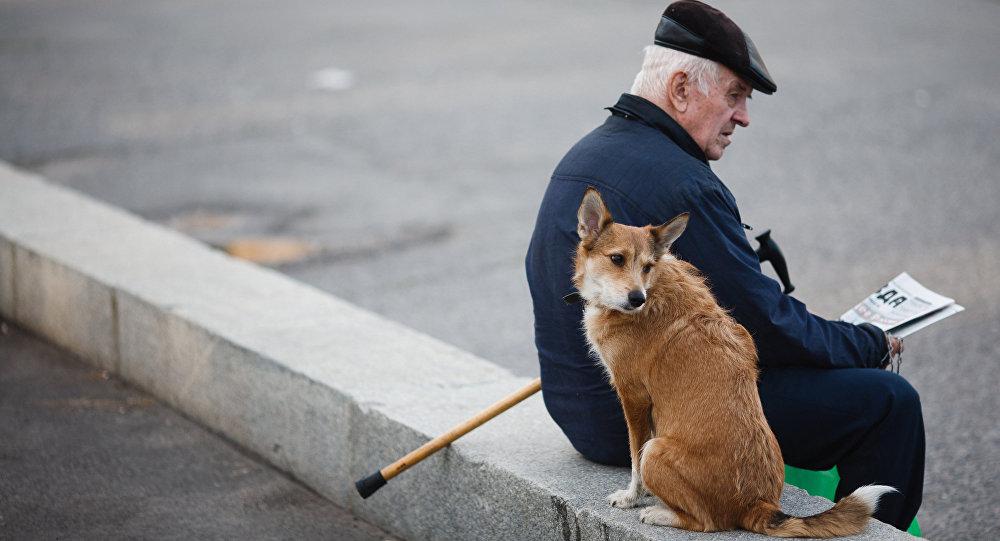 Архивное фото пенсионера