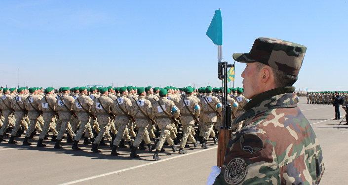 Военные показали подготовку к параду в честь 25-летия Вооруженных Сил Казахстана