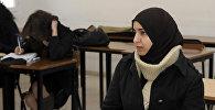 Хиджаб киген қыз, архив
