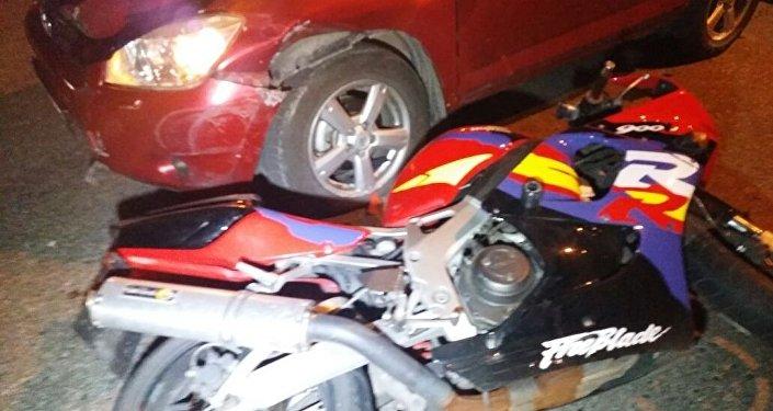 Алматыда мотоцикл мен автокөлік соқтығысты