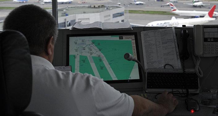Работа авиадиспетчеров аэропорта, архивное фото