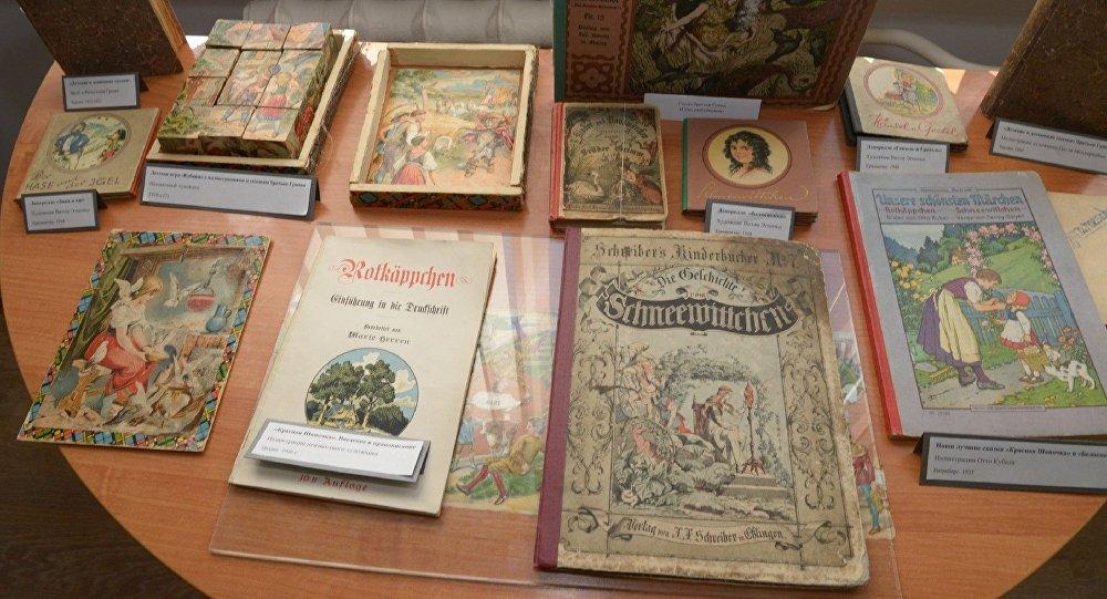 Блокнот с рукописными записями братьев Гримм