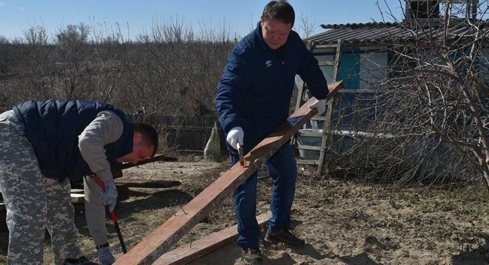 Кумар Аксакалов участвует в ликвидации последствий паводка в СКО