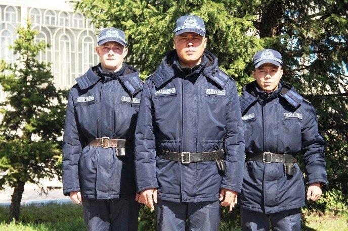 Патрульные рядовые Еламан Талдыбаев, Владимир Науман и старший сержант Берик Киялов