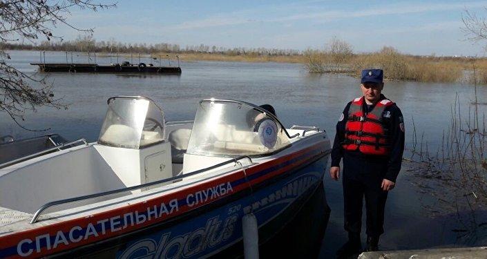 Тонущих супругов спасли в Петропавловске