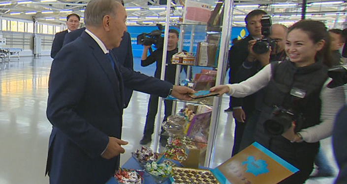 Нұрсұлтан Назарбаев Қостанайдағы Баян Сұлу АҚ кондитерлік фабрикасына барды