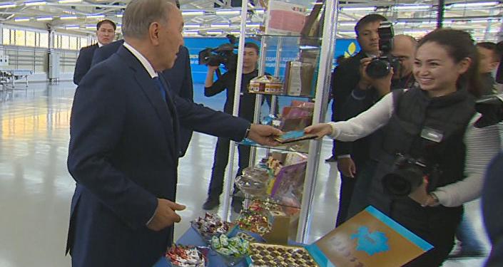 Президент Казахстана Нурсултан Назарбаев посетил кондитерскую фабрику Баян Сулу в Костанае
