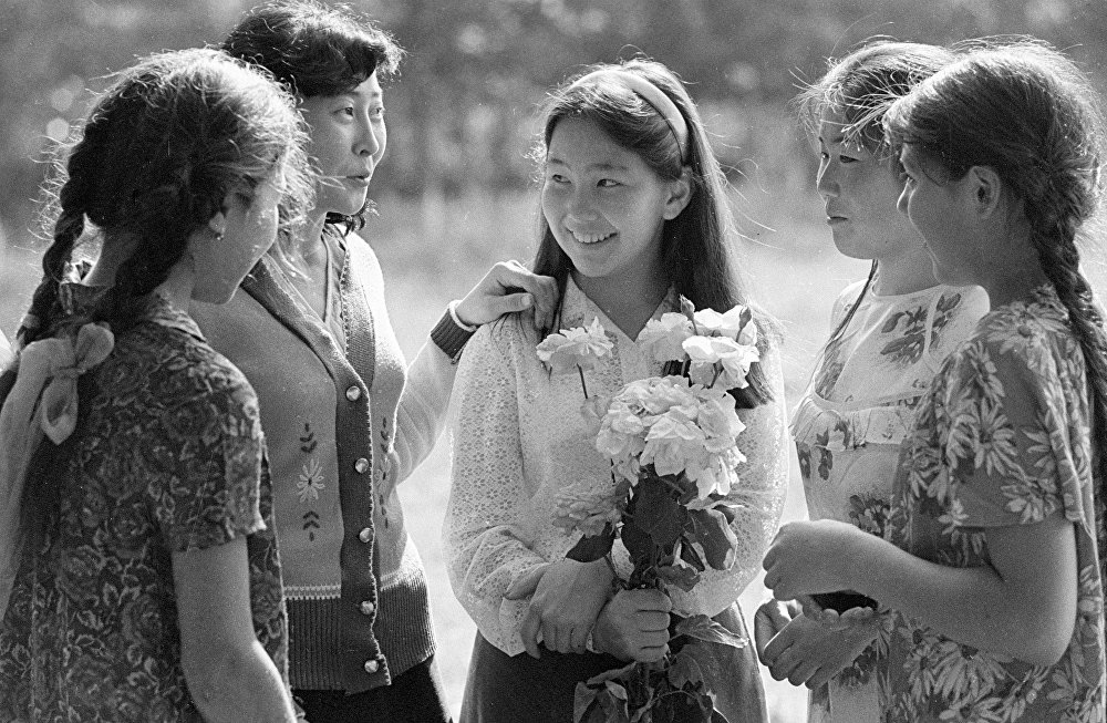 Чимкенттегі ПТУ студенттері - Моңғол қыздары