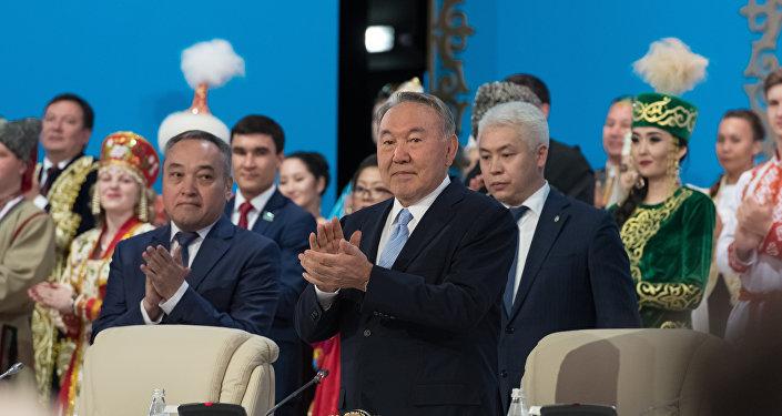 Нурсултан Назарбаев во время сессии Ассамблеи народа Казахстана