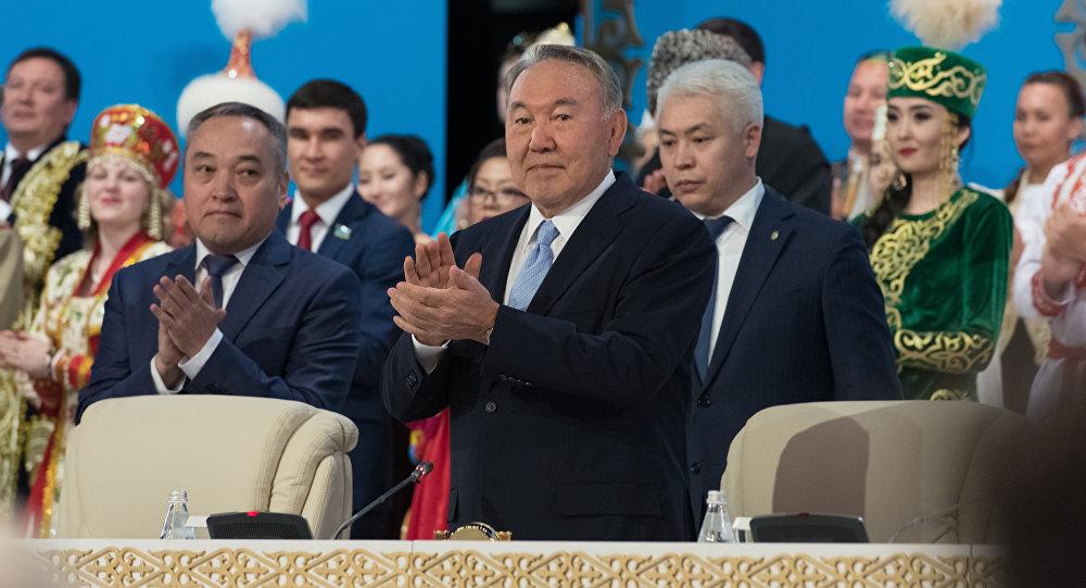 Назарбаев Димашу Кудайбергенову: неподдавайся казахскому гостеприимству