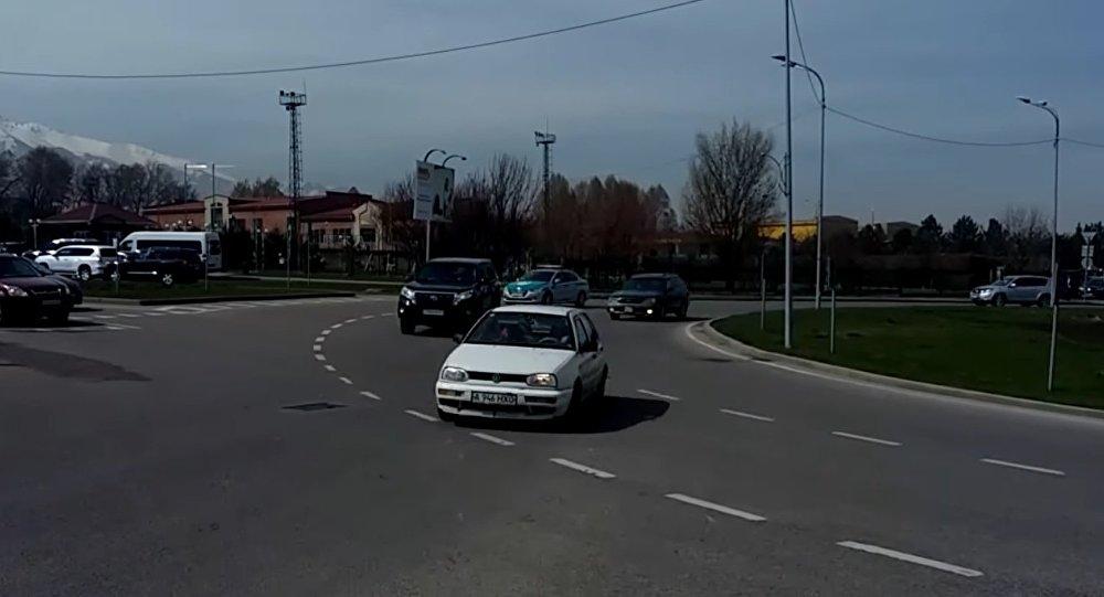 Нарушение ПДД на кольцевой дороге в Алматы