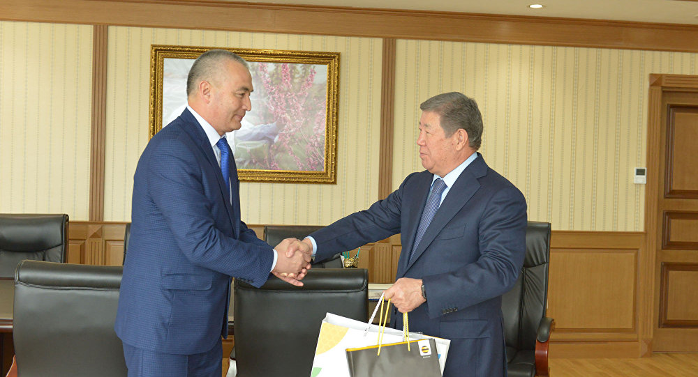 Кайрат Мамаев (слева) и Ахметжан Есимов