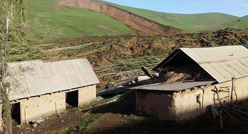 Путин выразил сожаления президенту Киргизии всвязи с смертью людей из-за оползня
