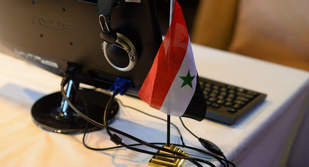 Флаг Сирии в информцентре для журналистов, архивное фото
