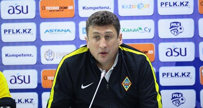 Главный тренер ФК Кайрат Кахабер Цхададзе