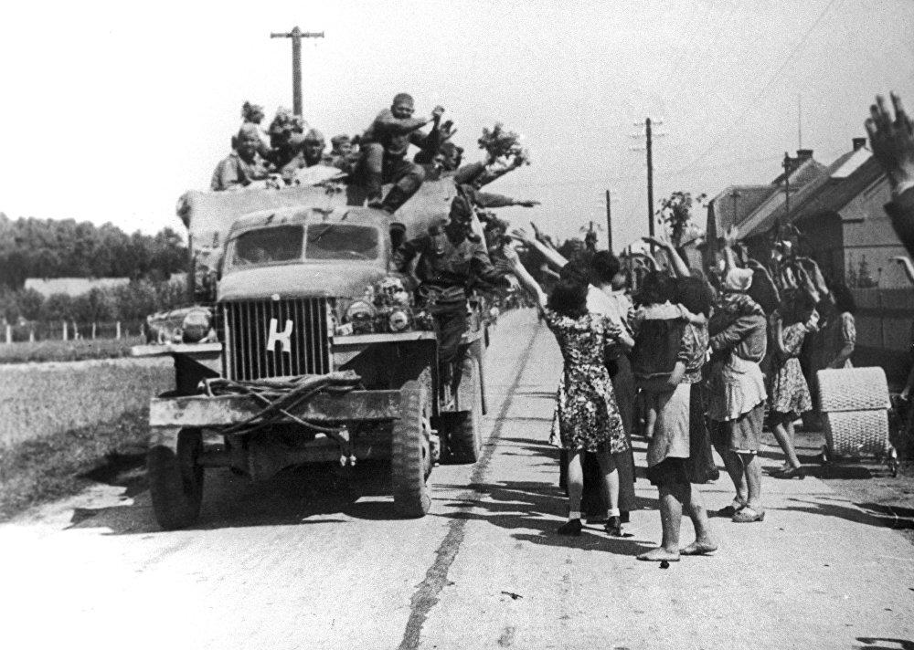 Советские воины в селе Полковица