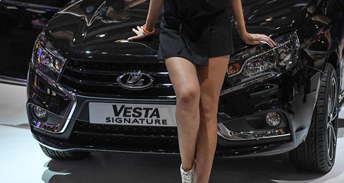 Модель на стенде автопроизводителя LADA