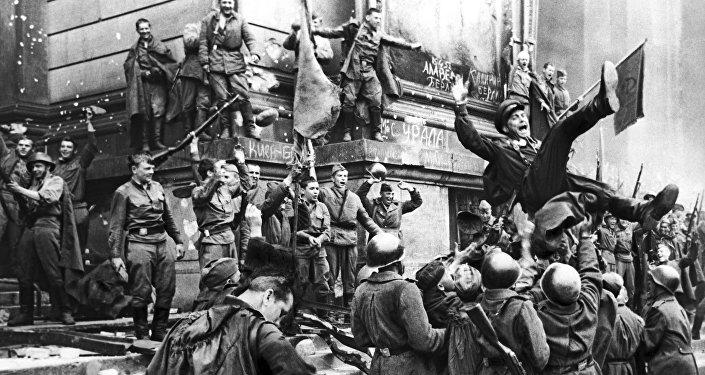 Кадр из художественного фильма Битва за Берлин из фильма-киноэпопеи Освобождение