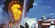 Архивное фото учения по тушению пожаров  на нефтяном месторождении