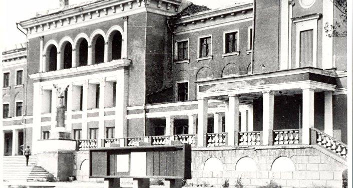 Эвакуационный госпиталь в годы ВОВ в Караганде