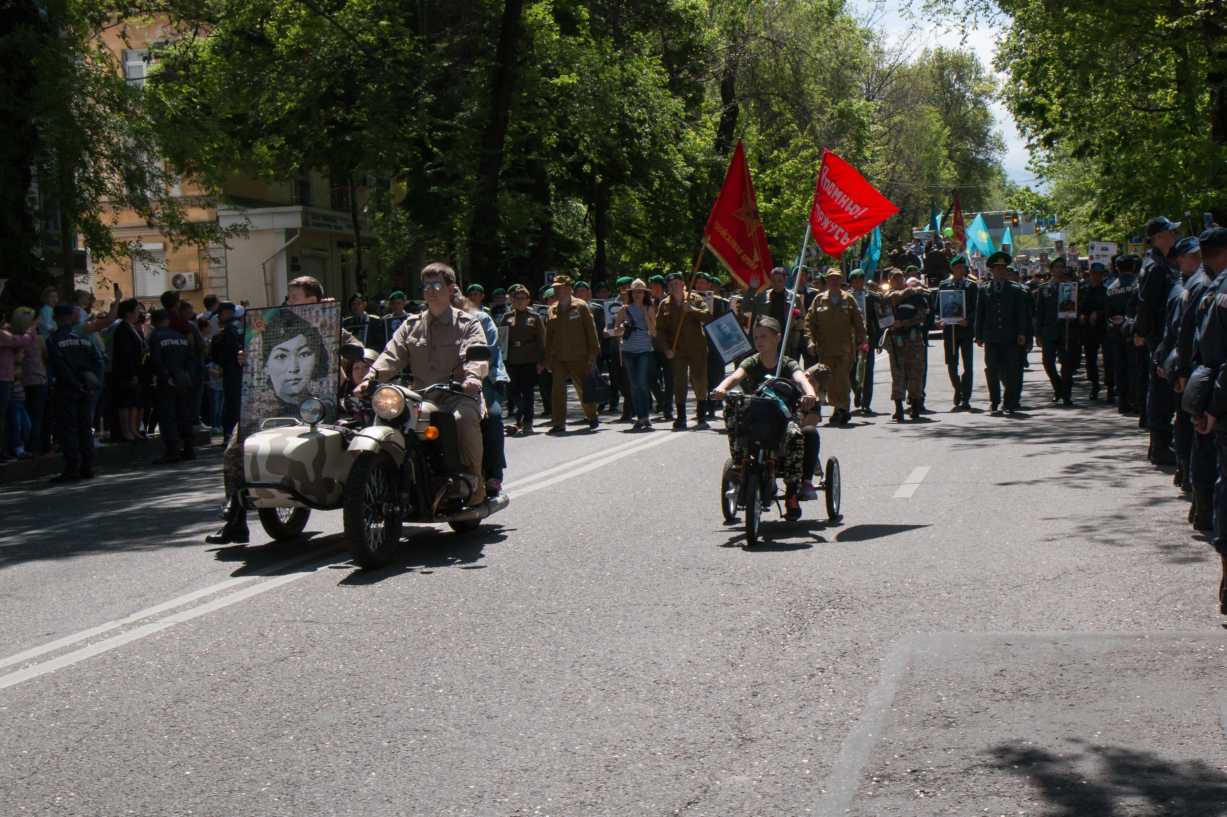 Бессмертный полк в Алматы собрал невероятное количество участников