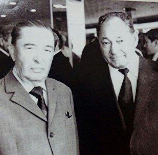 Талғат Бигелдинов (оң жақта)