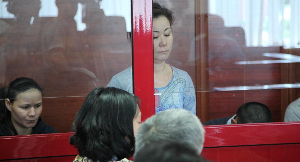 Подозреваемая в убийстве мальчика Шарипа Акбердиева (в центре)