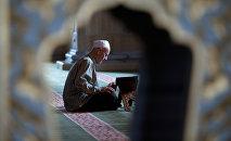Мужчина в мечети