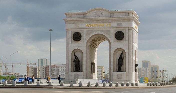 Триумфальная арка в Астане