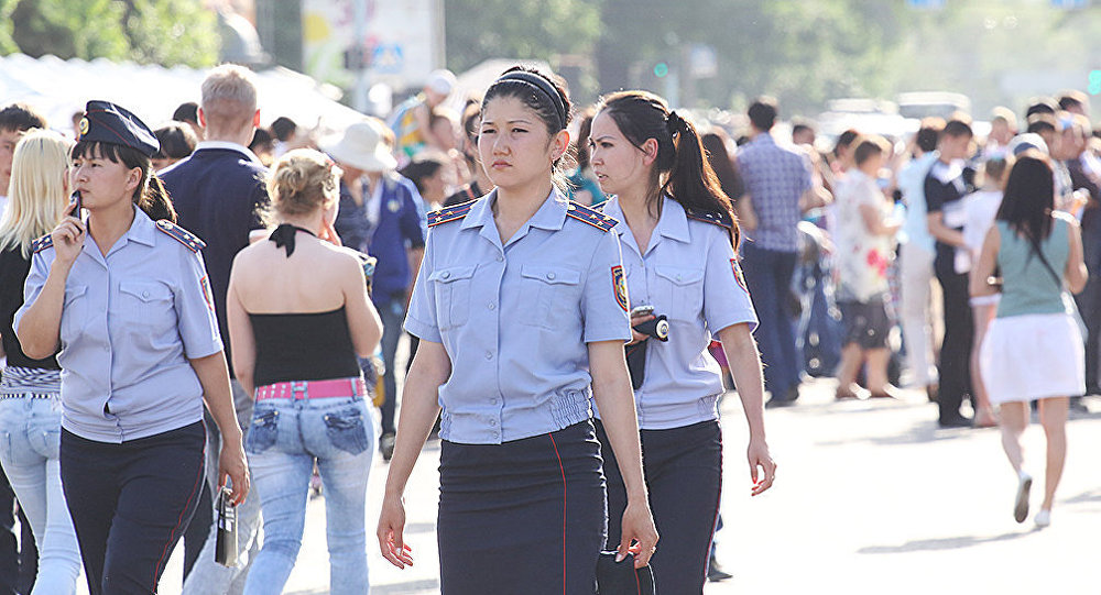 Архивное фото казахстанских женщин-полицейских