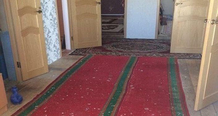 В селе Жетыбай неизвестные обстреляли жилой дом
