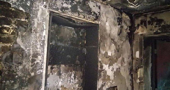 Последствия пожара в жилом доме в Караганде