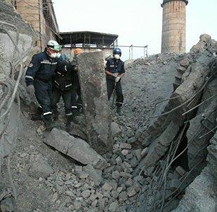 Спасательная операция на месте обрушения на ТЭЦ в Кызылорде