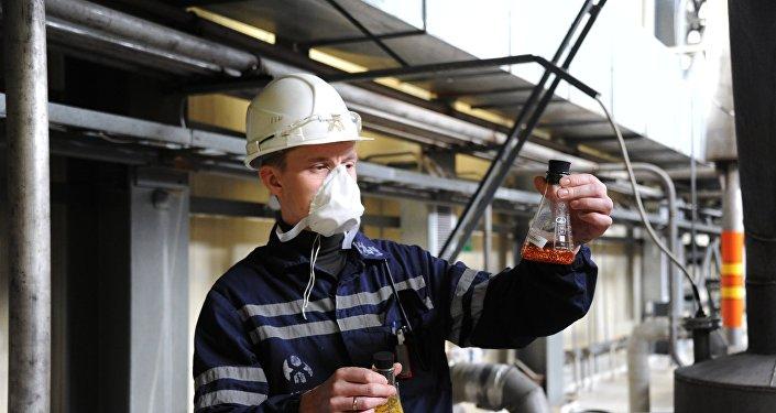 Работник предприятия по добыче природного урана