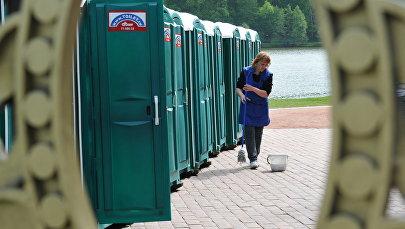 Общественный туалет, архивное фото