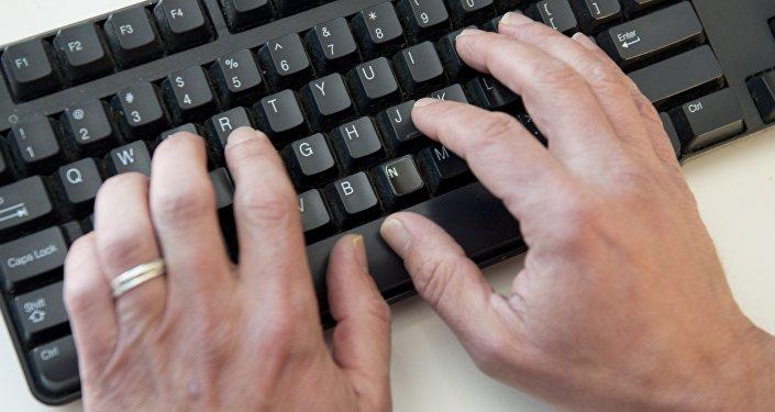 Компьютерная клавиатура, архивное фото