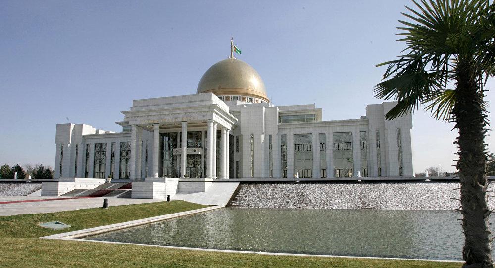 Дворец президента Туркмении в Ашхабаде