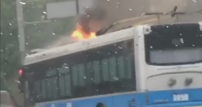 Троллейбус горит в Алматы