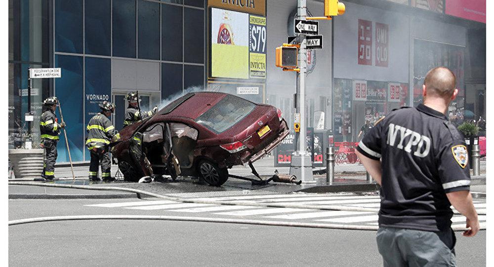 ВНью-Йорке автомобиль протаранил толпу пешеходов