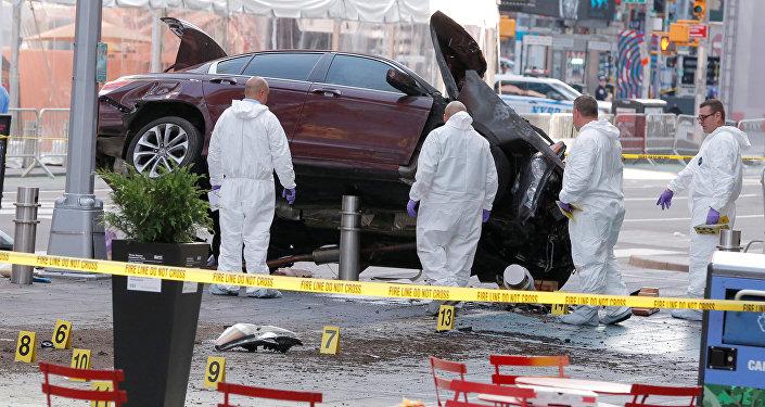 Автомобиль протаранил пешеходов в Нью-Йорке