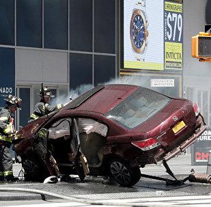 Нью-Йоркте автокөлік бір топ адамды қақты