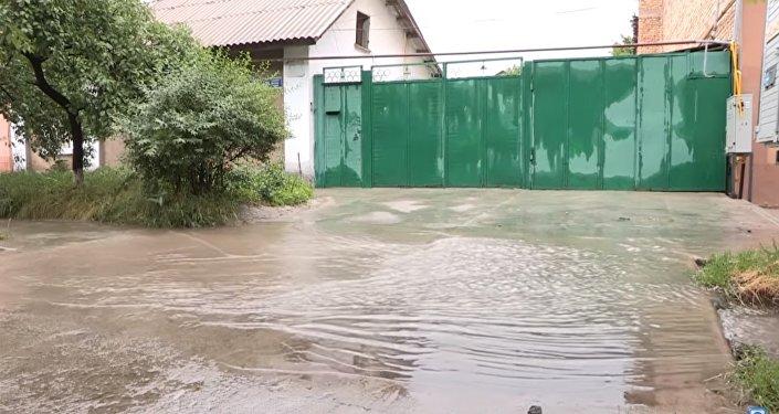 Дожди подтопили дома в Шымкенте
