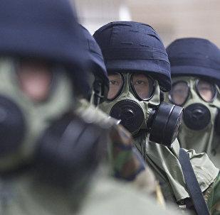 Архивное фото полицейских Южной Кореи в противогазах во время совместных с США ежегодных военных учений