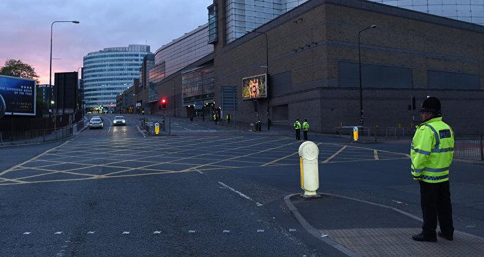 Полиция на месте предполагаемого теракта в концертном комплексе Манчестер Арена в Манчестере, на северо - западе Англии