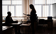 Учитель и школьница, архивное фото