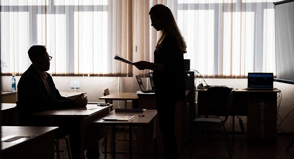 Студентка сдает экзамен. Архивное фото