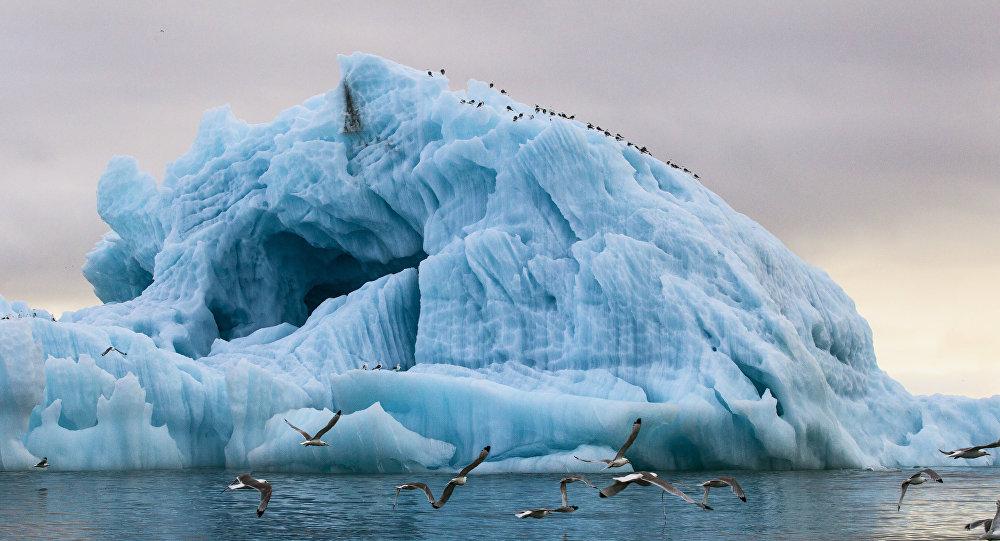 Архивное фото айсберга